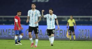 """كوبا أمريكا.. ميسي يقود الأرجنتين للتقدم على تشيلي 1-0 في شوط مثير """"فيديو"""""""
